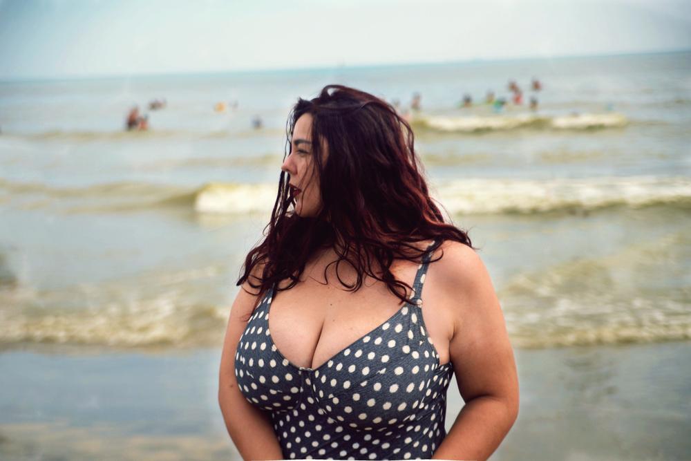 Maudymosi kostiumėliai didelei krūtinei